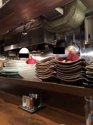 いつもの料理人2人2混んできて大忙し.jpg