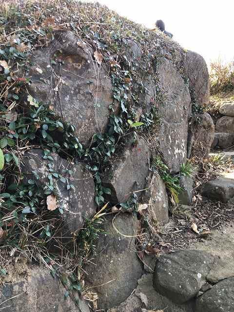 ここにもアヤしい石垣3.jpg
