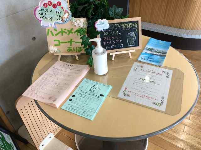 カフェ7丸いテーブル.jpg