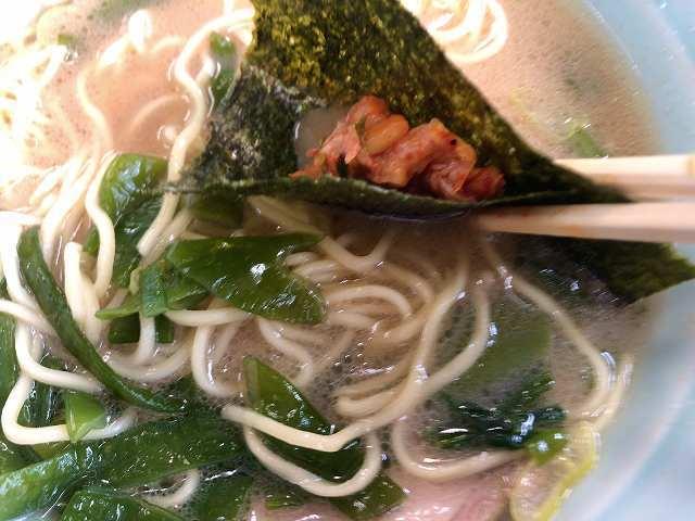 キムチを海苔で巻いてスープに浸ける4.jpg