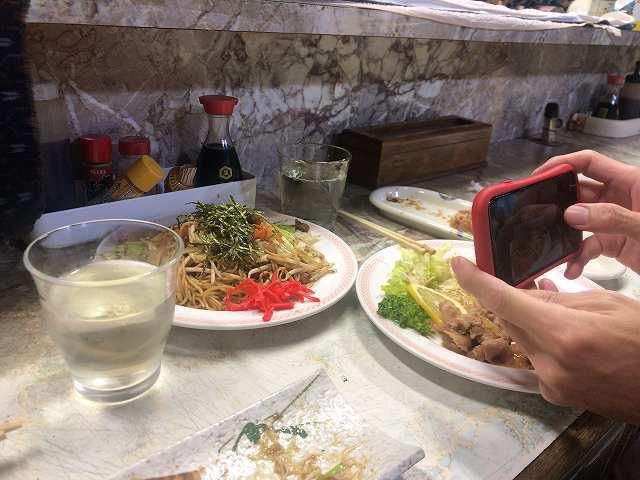 ションマオ氏の手とカメラ.jpg