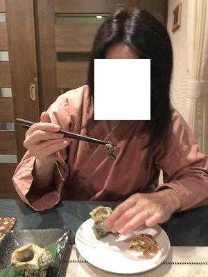 ジャン妻3キモを摘まむ.jpg