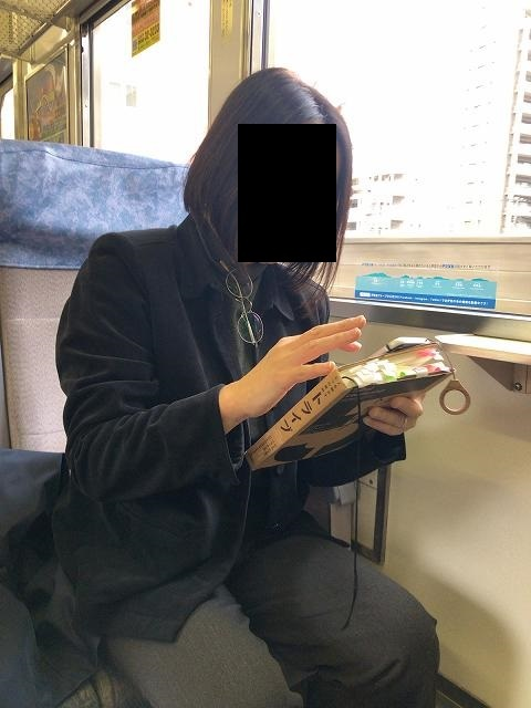 ジャン妻T館長の書籍を読む.jpg