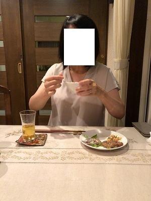 タルタルを舐めるジャン妻4.jpg