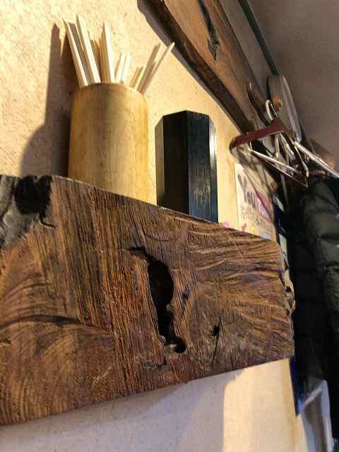 テーブル席から見上げた箸&醤油.jpg