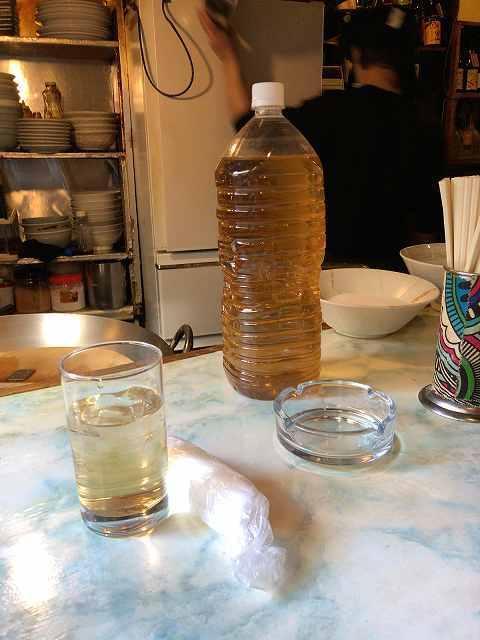 デカいボトルの冷えたお茶.jpg