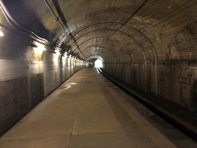トンネル駅5.jpg
