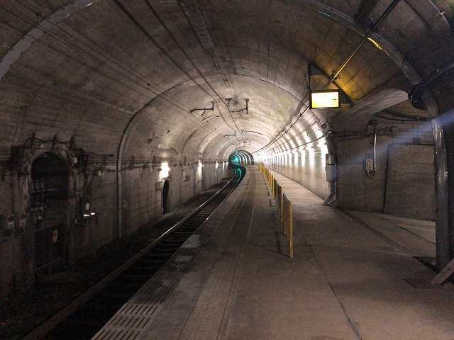 トンネル駅6.jpg