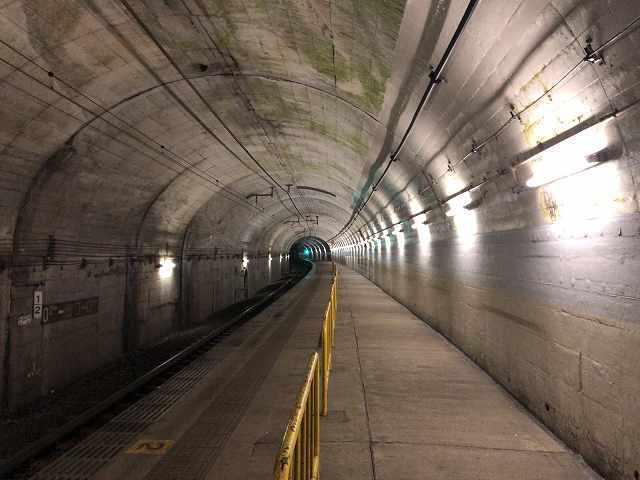 トンネル駅7.jpg