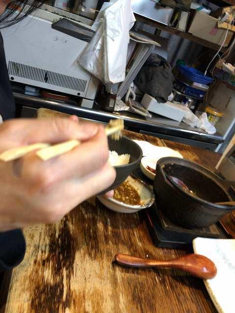 ナメロウでご飯を食べるジャン妻1.jpg