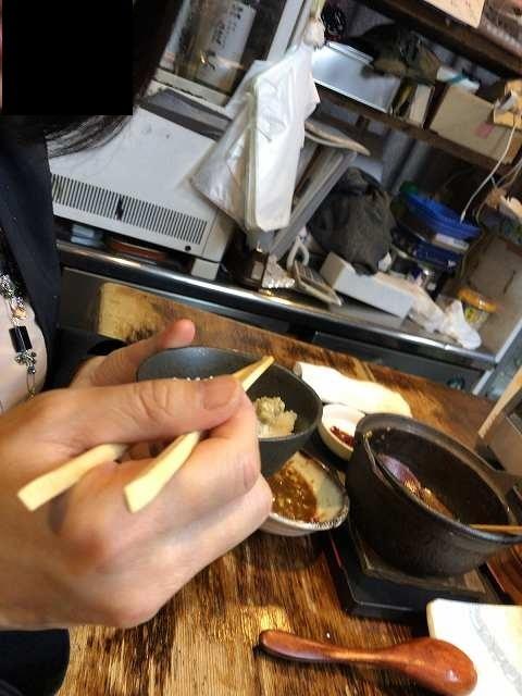 ナメロウでご飯を食べるジャン妻2.jpg