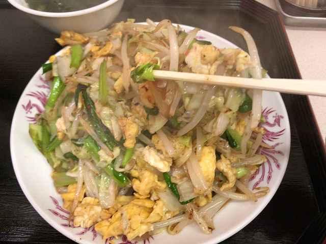 ピリ辛6野菜を摘まむ2.jpg