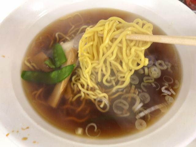 ラ5真っ黄色い麺1.jpg