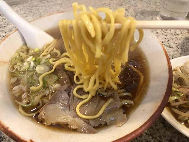 ラ5黄色い麺.jpg