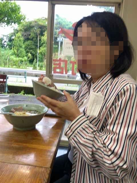 ラーメンで丼飯を喰らうジャン妻-1.jpg