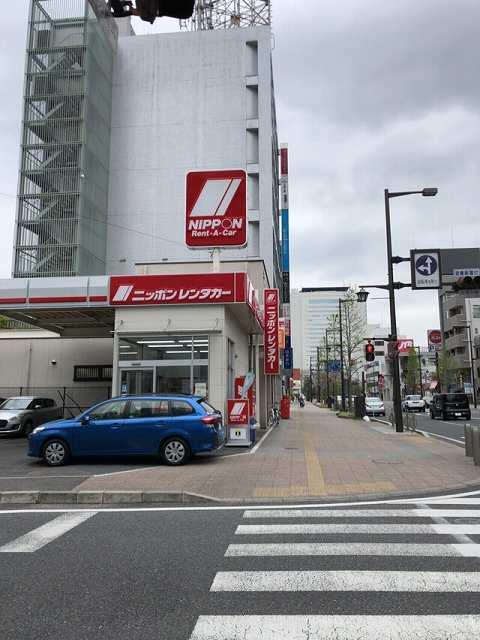 レンタカーと曇り空.jpg