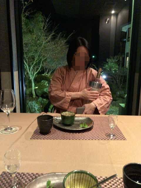 ワインを持ち帰るジャン妻1-1.jpg