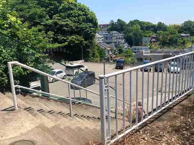 丘の上の駐車場.jpg
