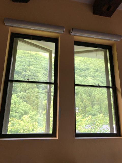 二階の窓.jpg