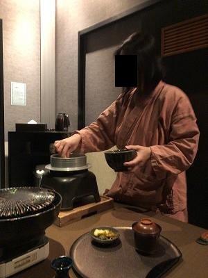 亭主のご飯をよそうジャン妻2.jpg