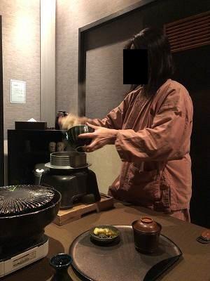 亭主のご飯をよそうジャン妻3.jpg