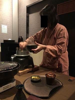 亭主のご飯をよそうジャン妻6.jpg