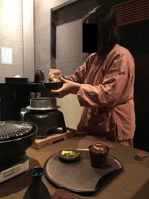 亭主のご飯をよそうジャン妻7.jpg
