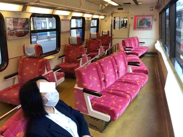 伊東駅で乗り換えたらこんな車両だった.jpg
