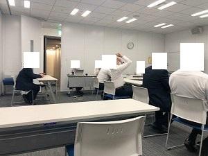 会議2何故天を仰ぐ?.jpg