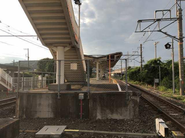 入山瀬駅3甲府方面3.jpg