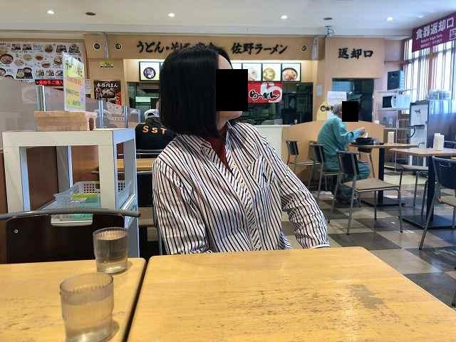 再放送を見るジャン妻.jpg