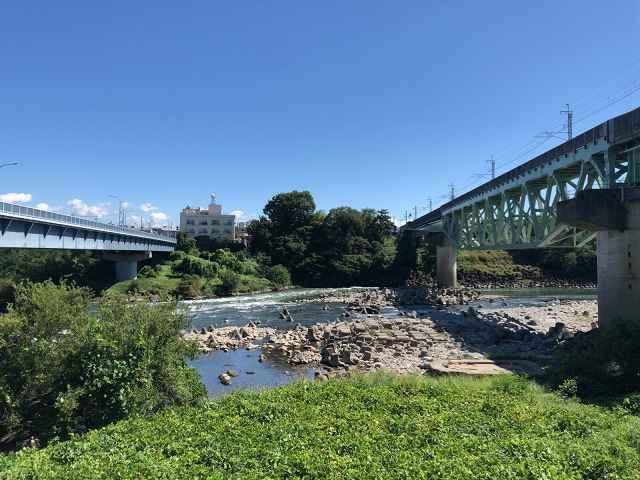利根川と旧橋脚跡1.jpg