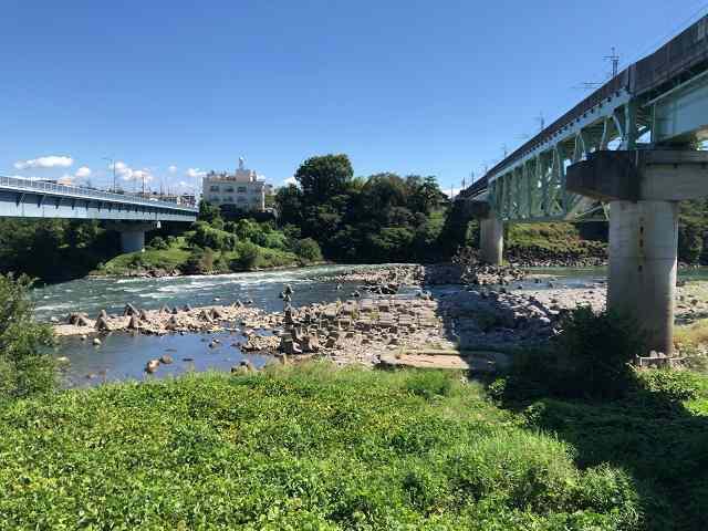 利根川と旧橋脚跡2.jpg