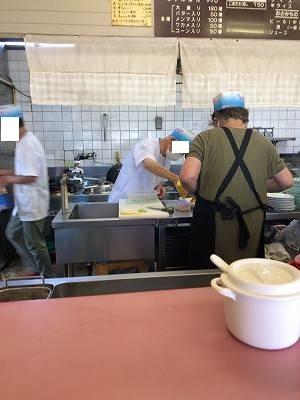 厨房10カラシをブチュゥ.jpg