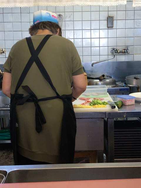 厨房13具を盛り付けてるところ.jpg