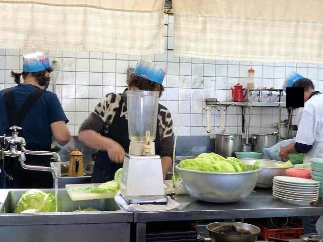 厨房1いつもの3人衆.jpg