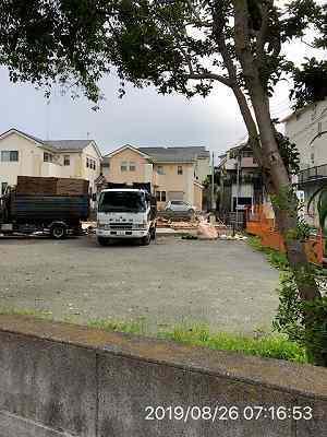 取り壊し5~8月26日廃棄物回収車2.jpg