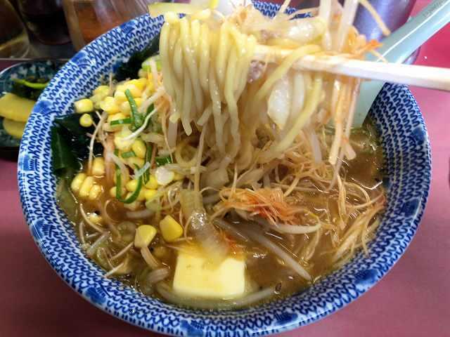 味噌ネギバターコーン11麺をリフトアップ1.jpg