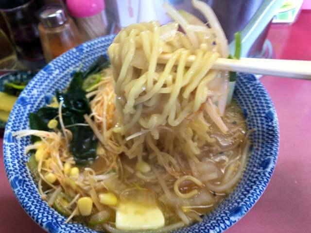 味噌ネギバターコーン14麺をリフトアップ3.jpg