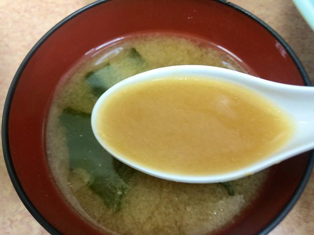味噌汁3湯気を吹き飛ばす.jpg