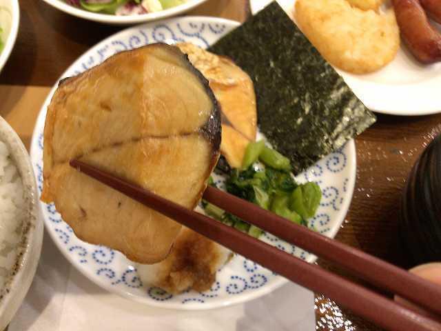 和食11サバを摘まむ.jpg
