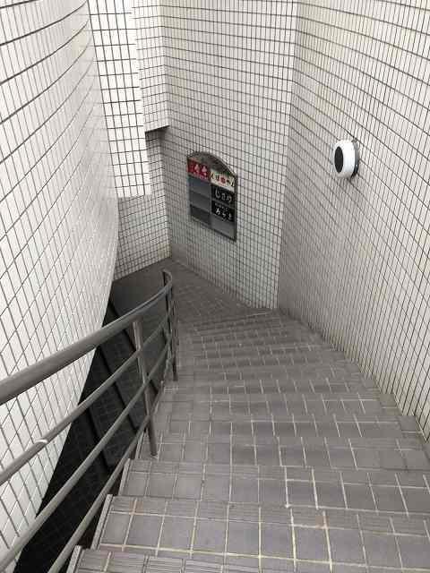 地下に潜る1.jpg