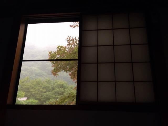 外は雨.jpg