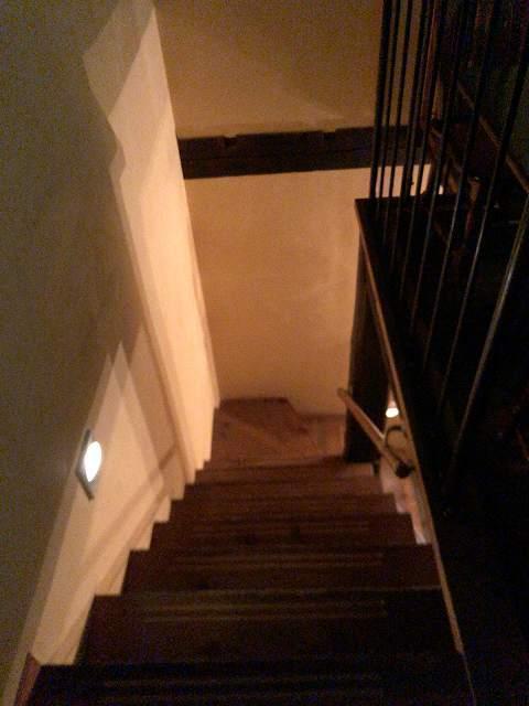 夜1階段.jpg