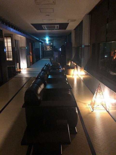 夜60ロビー2.jpg