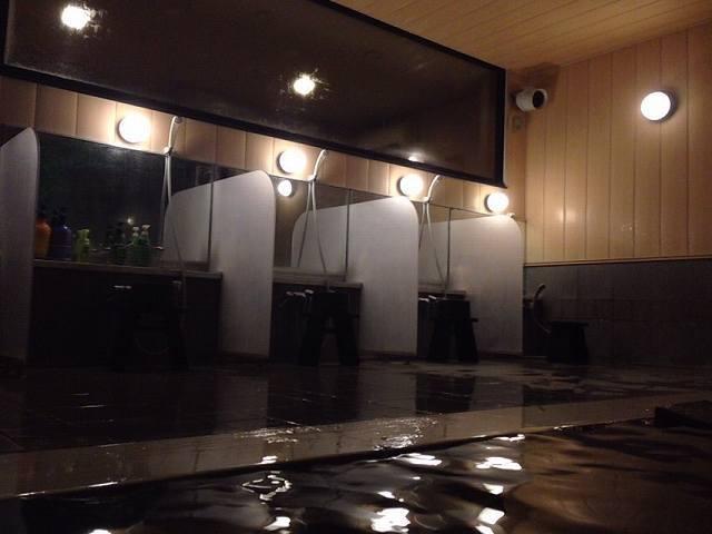 夜の渓流内風呂1.jpg