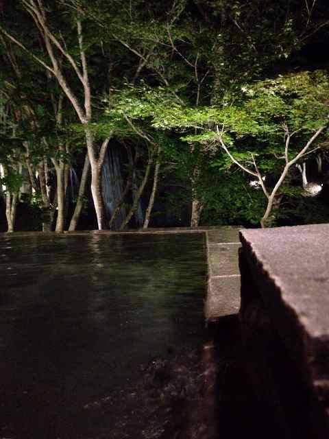 夜の渓流露天3.jpg