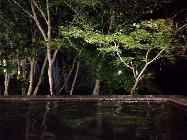 夜の渓流露天5.jpg