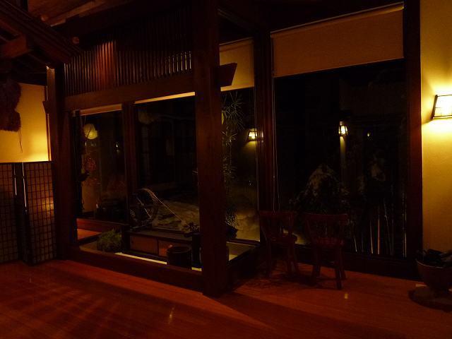 夜の館内2.jpg