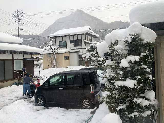 大旦那が雪かき4.jpg